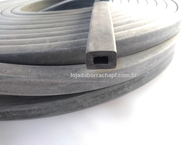 N34 Borracha esponjosa 18x13mm furada
